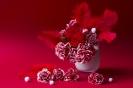 Красное в розовом