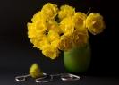 Композиция с желтыми тюльпанами