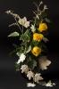 Желтые розы. Серебристый клен