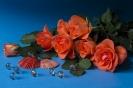 Композиция с розами лососевого цвета